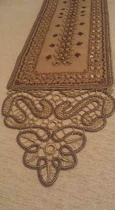 Beaded Embroidery, Embroidery Stitches, Hand Embroidery, Romanian Lace, Japanese Crochet, Sewing Pants, Needle Lace, Lace Patterns, Irish Crochet