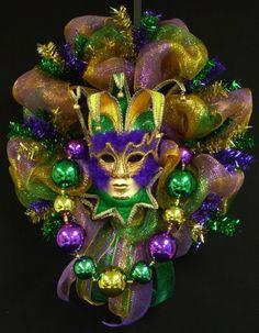 Maradi grass wreaths | Mardi Gras Mask Wreath, Mardi Gras Decor, Poly ... | geo mesh wreaths