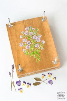 Bloemen drogen: zelf een bloemenpers maken http://blog.huisjetuintjeboompje.be/bloemen-drogen-zelf-bloemenpers-maken/