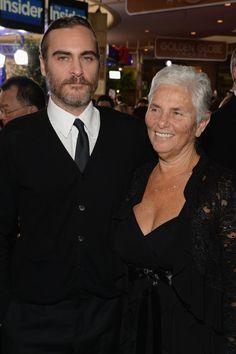 Pin for Later: Kennt ihr schon die Mütter der Stars? Joaquin Phoenix