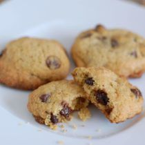 Whole-Wheat Chocolate Chip Cookies from 100 Days of Real Food Whole Foods Cookies, Whole Wheat Cookies, Whole Food Desserts, Healthy Desserts, Delicious Desserts, Healthy Treats, Yummy Food, Dairy Free Recipes, Baking Recipes