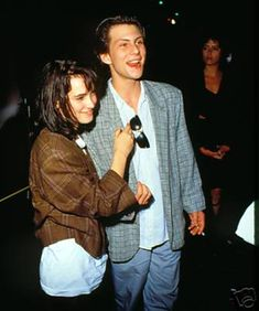 Okay doesnt it always look like Winona Ryder is In love with all her costars…….David HarbourKeanu ReevesEthan HawkeJohnyy Depp(okay these two dated)Christian Slater(she dated him for a while tooo). Winona Ryder 90s, Winona Ryder Style, Johnny Depp And Winona, Jason Dean Heathers, Young Christian Slater, Pretty People, Beautiful People, Gorgeous Men, Winona Forever