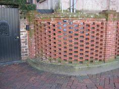 Google Image Result for http://lh4.ggpht.com/-H2AVNMqOWVY/SP-5kPr01RI/AAAAAAAAETE/ROqGmBxLWJE/IMG_0621.JPG    brick garden screen flemish bond, curved wall