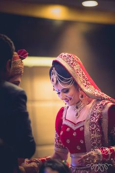 Wedding Photo Inspiration, Ideas, Style, Themes of Indian Wedding Indian Bridal Makeup, Bridal Makeup Looks, Bridal Poses, Bridal Portraits, Punjabi Bride, Bridal Pictures, Indian Wedding Photography, South Indian Bride, Bride Look