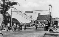Best – Vanaf het begin van de aanleg van de spoorlijn door Best vormden de overwegen bij grote regelmaat een probleem. De onbewaakte overweg...