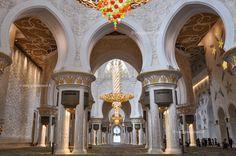 Interno della Moschea Sheikh Zayed, visitare Abu Dhabi in un giorno #rainbowRTW #AbuDhabi #UAE