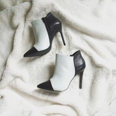 ❄️HP 12/2❄️ NWOB Shoemint Jane colorblock booties Never worn. No box. Comes with dustbag. Adorable shoes by Sea of Shoes blogger, Jane Aldridge. Well made and look stunning. White and black. 7M. Shoemint Shoes Ankle Boots & Booties