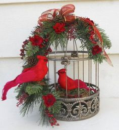 bird cage decor Christmas Flower Arrangement With Cardinals Christmas Bird, Christmas Lanterns, Christmas Flowers, Christmas Centerpieces, Xmas Decorations, Winter Christmas, Christmas Wreaths, Christmas Ornaments, Vintage Christmas