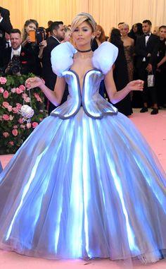 Zendaya from 2019 Met Gala Red Carpet Fashion - Carpet Zendaya Met Gala, Mode Zendaya, Zendaya Style, Zendaya Fashion, Gala Dresses, Blue Dresses, Best Red Carpet Dresses, Iconic Dresses, Fashion Carpet