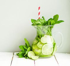 Flavored water is everywhere! Many make weight loss or detoxification claims … – Cucumber Water Detox – Source by Diy Garden Bed, Lawn And Garden, Garden Crafts, Insect Repellent Plants, Flavored Water Recipes, Plants That Repel Bugs, Keeping Mosquitos Away, Cucumber Detox Water, Natural Mosquito Repellant