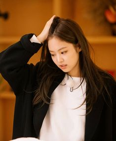Find images and videos about kpop, blackpink and jennie on We Heart It - the app to get lost in what you love. Blackpink Jennie, Korean Girl, Asian Girl, Blackpink Members, Blackpink Photos, Blackpink Jisoo, Yg Entertainment, Girl Crushes, Kpop Girls