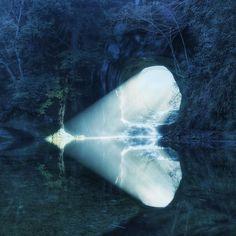 #土曜日の小旅行  千葉県君津市の清水渓流公園内にある濃溝の滝人工的に掘られた洞窟の中を流れ落ちるその滝はとても神秘的な雰囲気に満ち溢れている洞窟裏から光が射し込む瞬間はいつ見ても感動しますそしていつ行っても季節や水量などで滝の表情が変わるのも魅力のひとつですその見事な光芒に魅了され何十回も通い続けているという鈴木義男 (@fourdirection) さんのお勧め撮影シーズンは滝の左側に射した光芒が水面に反射して光のハートが見られる月と9月初夏には蛍が舞い秋には紅葉も楽しめるという自然豊かな濃溝の滝この公園は地元有志のボランティアの方々の力で維持されています出かける時はルールやマナーを守って良い景色や自然を大切にして欲しいです みなさんがおすすめするフォトロケーションはどこですか #土曜日の小旅行 ハッシュタグと位置情報をつけてぜひシェアしてください Photo by @fourdirection by instagramjapan