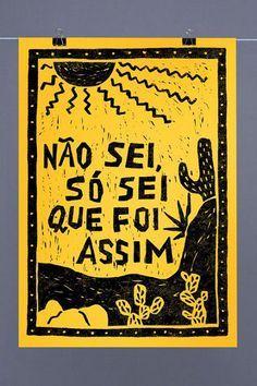 A obra do grande Ariano Suassuna recebe a nossa mais do que merecida homenagem em forma de poster. Chicó, João Grilo e muita brasilidade agora em sua parede!
