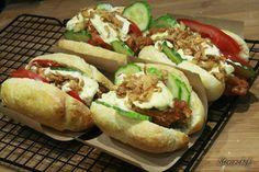 Strips hot dogi a'la KFC z domowym majonezem i prażoną cebulą - Stonerchef Hot Dog Buns, Hot Dogs, Calzone, Kfc, Meat Recipes, Imperium, Good Food, Bread, Beef Recipes