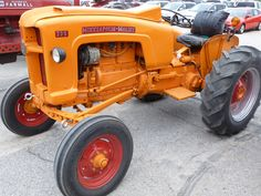 Farming with Style - Minneapolis Moline 335 Antique Tractors, Vintage Tractors, Old Tractors, Vintage Farm, Cat Farm, Minneapolis Moline, Mini Mo, Tractor Implements, Classic Tractor
