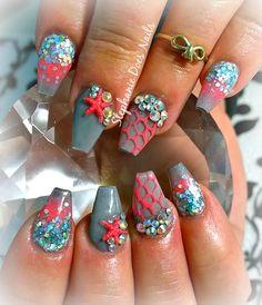 Mermaid inspired acrylic nails. Instasgram @stephaniedoesnails