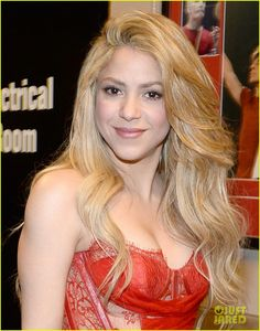 shakira blake shelton medicine acm awards 2014 03 Shakira is red hot in a short dress while posing backstage before her performance at the 2014 Academy Of Country Music Awards held at the MGM Grand Garden Arena…