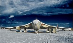 Lusty Lindy in the snow Vickers Valiant, Handley Page Victor, V Force, Avro Vulcan, Delta Wing, Air Force Aircraft, Diesel Locomotive, Nose Art, Royal Air Force