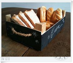 cagette by Custom & # Bricol & # - Basket And Crate Wood Crates, Wooden Boxes, Diy Craft Projects, Diy And Crafts, Strawberry Box, Pallet Boxes, Craft Packaging, Fruit Box, Restaurant Concept