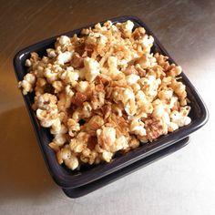 Coconut Pecan Popcorn- My Free Deals Baking With Coconut Oil, Coconut Pecan, Popcorn Recipes, Candy Recipes, Appetizer Recipes, Snack Recipes, Appetizers, Fall Snacks, Caramel Corn