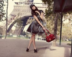 Pretty in Paris. This makes me ready to start traveling again! Pretty Outfits, Cute Outfits, Spring Racing, Paris, Vintage Designs, Party Wear, Fashion Accessories, Fashion Bags, High Fashion