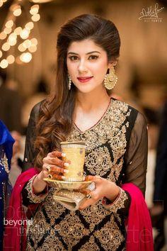 The cup and this plate. For a nice mehendi ceremony. Pakistani Wedding Outfits, Pakistani Bridal, Pakistani Dresses, Indian Dresses, Simple Dresses, Beautiful Dresses, Amazing Dresses, Moschino, Latest Pakistani Fashion