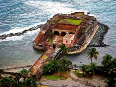 Fort San Jerónimo del Boquerón and the of Battle of San Juan – 1797 The San Jerónimo and San Antonio forts were pivotal in repelling the invasion by the forces of British Admiral Henry Harvey and Sir Ralph Abercromby in 1797. On April 17, 1797, their...