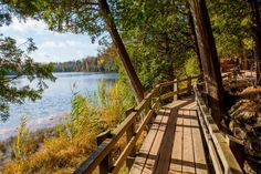 This Elevated Boardwalk Trail Will Lead You To A Rare Turquoise Lake In Ontario - Crawford Lake Conservation Area about 1 hour 45 mins from London (near Milton) Toronto Vacation, Ontario Parks, Toronto Photos, Canada Travel, Hiking Trails, Weekend Getaways, Day Trips, Scenery, Places To Visit