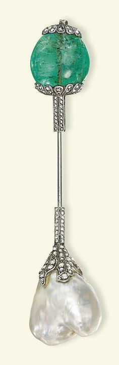 Early 20th Century Emerald and Diamond Jabot Pin