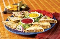 Cheeseburger Quesadillas (if you want to add a bite to it, add taco seasoning to the meat! Wrap Recipes, Beef Recipes, Mexican Food Recipes, Cooking Recipes, Ethnic Recipes, Tortilla Recipes, Quesadilla Recipes, Cooking Tips, Cheeseburger Quesadilla