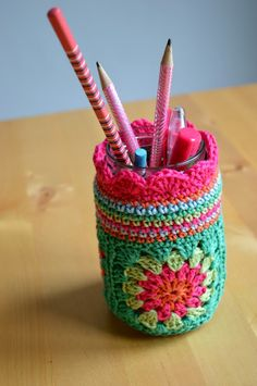 Watch The Video Splendid Crochet a Puff Flower Ideas. Phenomenal Crochet a Puff Flower Ideas. Crochet Cozy, Love Crochet, Crochet Granny, Beautiful Crochet, Crochet Yarn, Crochet Jar Covers, Pot A Crayon, Crochet Accessories, Room Accessories