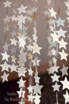 DIY Star Garland For The Fourth Of July using sewing machine or you could use wax paper stars and an iron Noel Christmas, Christmas Crafts, White Christmas, Christmas Quotes, Christmas Stage Design, Christmas Templates, Christmas Goodies, Christmas Birthday, Star Decorations