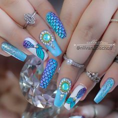Add some inspiration from under the sea to your next manicure with mermaid nails. Take a peek at some of our favorite mermaid nail art designs. Aztec Nail Designs, Diy Nail Designs, Coffin Nails Long, Long Nails, Boxing Day, Winter Nails, Summer Nails, Nails Decoradas, Mermaid Nail Art