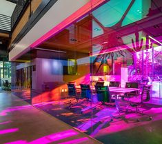 A+I uses coloured glass walls to define workspaces for LA ad agency – Modern Corporate Office Design Corporate Office Design, Corporate Interiors, Office Interiors, Business Design, Design Interiors, Glass Suppliers, Laminated Glass, Big Design, Interior Work