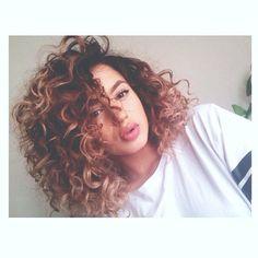 11 Cute Hairstyles for Medium Curly Hair 2016 – 2017
