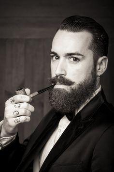 Prólogo Como peluquero y apasionado del arte de la barbería debo de reconocer que sentía una especial curiosidad por el personaje de Lord Jack Knife, dentro del ámbito de esta profesión legendaría …