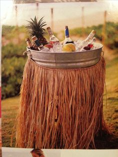 We love this simple decoration idea for an outdoor summer party or luau. We love this simple decoration idea for an outdoor summer party or luau. Aloha Party, Party Fiesta, Hawaiian Luau Party, Hawaiian Birthday, Luau Birthday, Tiki Party, Festa Party, Bbq Party, Party Drinks