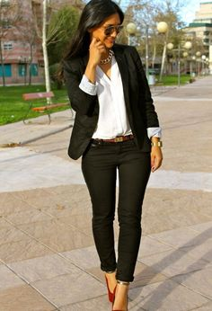 Black & White with Red Heels... Chic work outfits to try now - Find more at business-casualforwomen.com