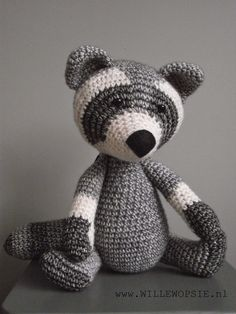 Het vosje heeft er een vriendje bij gekregen, de wasbeer. Ook deze is gehaakt met Stone washed...