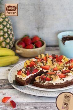 Brownie Pizza con nata y fruta