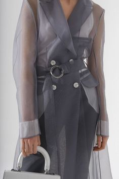 Grey mid-length organza coat with front buttons, pockets, lapel collar and a belt. Catwalk Fashion, Fashion Line, Cute Fashion, Fashion Outfits, Fashion Trends, Spring Fashion, Women's Fashion, Trench Coat Outfit, Trench Coat Style