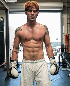 Do you love Riverdale and Zodiac signs? Great because it's about time you found out which Riverdale character you were based on your Zodiac sign! Archie Andrews Riverdale, Riverdale Archie, Hot Guys, Sexy Guys, Cute White Boys, Cute Boys, Kj Apa Riverdale, Watch Riverdale, Riverdale Characters