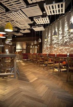 13 elegant trends to decorate your ceiling - davinci - Restaurant Coffee Shop Design, Cafe Design, House Design, Restaurant Concept, Cafe Restaurant, Cafe Bar, Restaurant Ideas, Deco Pizzeria, Best Ceiling Paint