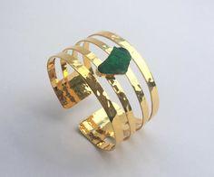 Brazalete Nia con Esmeralda  Emerald, Bangle, Colombian Jewels, Amarati, Precious stones