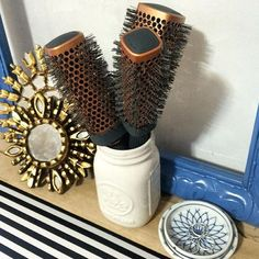 Love that @prettyconnected keeps her Square Thermal Rounder brushes on display and ready to create a beautiful blowout at a moment's notice! #1907ByFromm