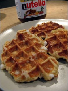 Cork waffles by Monsieur Conticini At the table of Gaelle Waffle Pops, Belgian Food, Delicious Desserts, Yummy Food, Kinds Of Desserts, Sweet Pastries, Cooking Chef, Pancakes And Waffles, Sweet Recipes