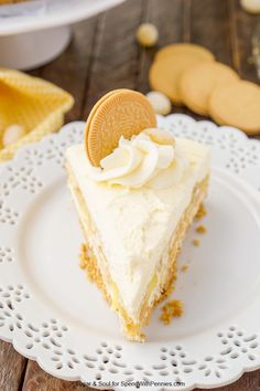 This Lemon Oreo Icebox Cake is a no-bake dessert made with layers of Lemon Oreos, fluffy vanilla whipped cream, and lemon pudding on a graham cracker crust. Lemon Ice Cream, Vanilla Whipped Cream, Lemon Oreos, No Bake Desserts, Dessert Recipes, Oreo Icebox Cake, Oreo Fluff, Oreo Crust, Graham Cracker Crust