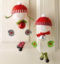 basteln mit kindern deko f r weihnachten und winter mit schneemann aus watterkugeln kreativ. Black Bedroom Furniture Sets. Home Design Ideas