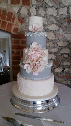 Daily Wedding Cake Inspiration (New!). To see more: http://www.modwedding.com/2014/07/16/daily-wedding-cake-inspiration-new/ #wedding #weddings #wedding_cake Featured Wedding Cake: The Brighton Cake Company