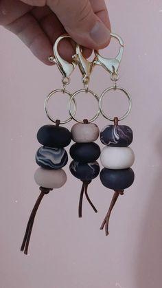 Sculpey Clay, Polymer Clay Crafts, Diy Clay, Polymer Clay Earrings, Clay Keychain, Keychains, Purple Marble, Clay Design, Polymer Clay Creations